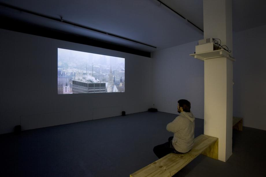 Installationsansicht, The Mirroring Cure, 2006, 28 min., Foto: Cem Yücetas