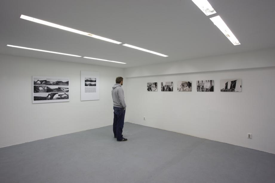 Ausstellungsansicht, Charlotte Ginsborg, Backwards and forewards in the everyday, 2009, Foto: Cem Yücetas
