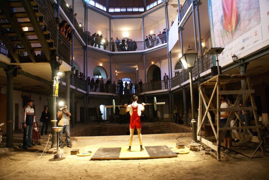 Bouillon Group, Weightlifters, 2009, performance, Artisterium 09, The second Tbilisi contemporary art exhibition, Georgia, photo: Robert Mkhitarov
